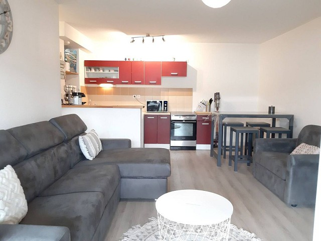 53897 - Appartement de 2 pièces en rez-de-chaussée avec jardin.